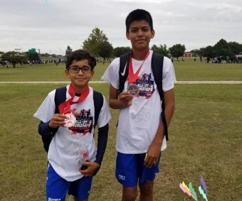 Daniel y Damian de Roosevelt jr hight. Ganadores en crosscountry competition ORGULLO LATINO